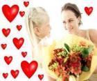 Dívka s kyticí pro jeho matku a červené srdce