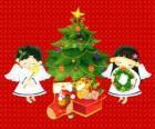Dva andělé s vánoční strom