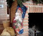 Vánoční ponožka visel na komín