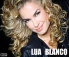 Lua Blanco, je herečka a brazilská zpěvačka