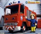 Sam vedle Jupiter hasičský vůz