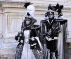 Dvě elegantní kostýmy