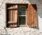 Okna s okenicemi, dřeva