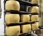 Parmazán je slavný italský sýr vyrobený z kravského mléka