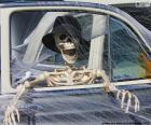 Kostry uvnitř auta, Halloween