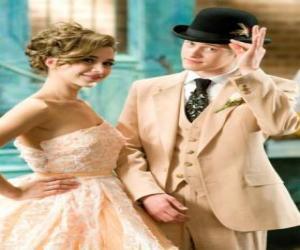Puzle Ryan Evans (Lucas Grabeel) podél Kelsi Nielsen (Olesya Rulin) v muzikálu