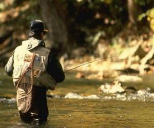Puzle Rybář v řece akci