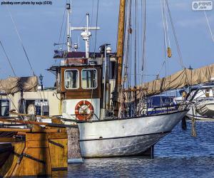Puzle Rybářská loď v přístavu