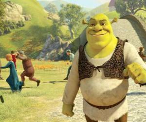 Puzle Shrek procházce městem a lidé běží