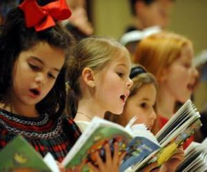 Puzle Skupina dětí, zpívání koled