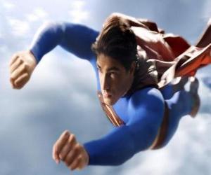 Puzle Superman létající do nebe, s uzavřeným pěsti a jeho kabátek