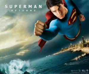 Puzle Superman letí k nebi, ruce v pěst a jeho oblek s mys