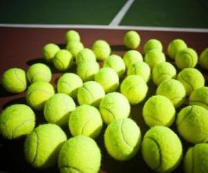 Puzle Tenisové míčky na kurtu