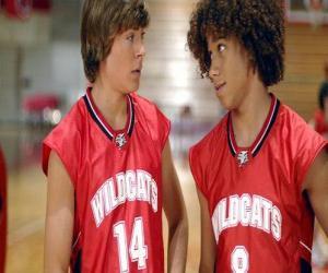 Puzle Troy Bolton (Zac Efron) a Čad (Corbin Bleu), košile s Wildcats