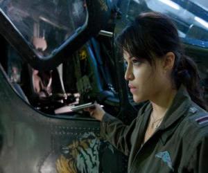 Puzle Trudy Chacon, námořní pěchoty pilot, který se stane odpadlík.