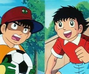 Puzle Tsubasa Ozora fotbalista a jeho přítel Genzo Wakabayashi, který hraje jako brankář