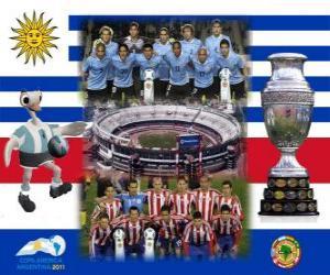 Puzle Uruguay proti Paraguay. Konečná Copa America Argentina 2011. 24. července Stadion Monumental, Buenos Aires
