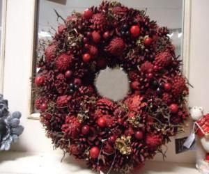 Puzle Vánoční koruna s červeným ovocem