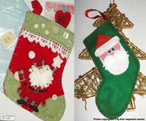Puzle Vánoční ponožky zdobí Santa Claus