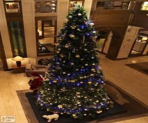 Puzle Vánoční stromeček zdobený třpytivými ozdobami