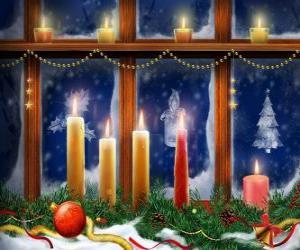 Puzle Vánoční svíčky zapálil před okna