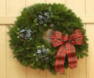 Puzle Vánoční věnec visící na dveřích domu