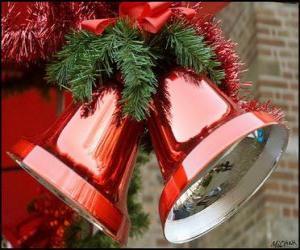 Puzle Vánoční zvonky s velkým lukem a jedle listy