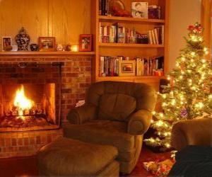 Puzle V obývacím pokoji domu na Štědrý večer na ohni a strom s dárky