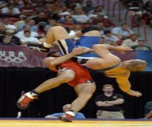 Puzle Zápas - Dva zápasníci a rozhodčí v boji