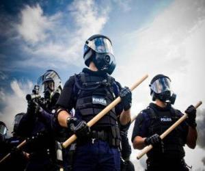 Puzle Zástupci pořádkové policie s taktovkou v ruce